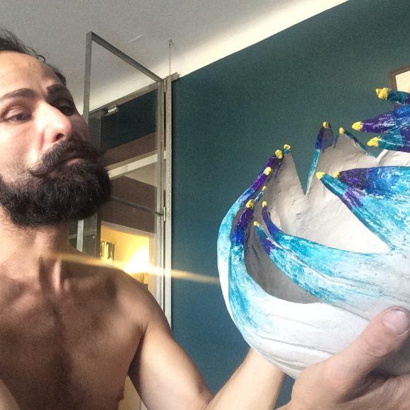 Artist-making1-Vase-aus-Ton_by-Ferdinand-Interior