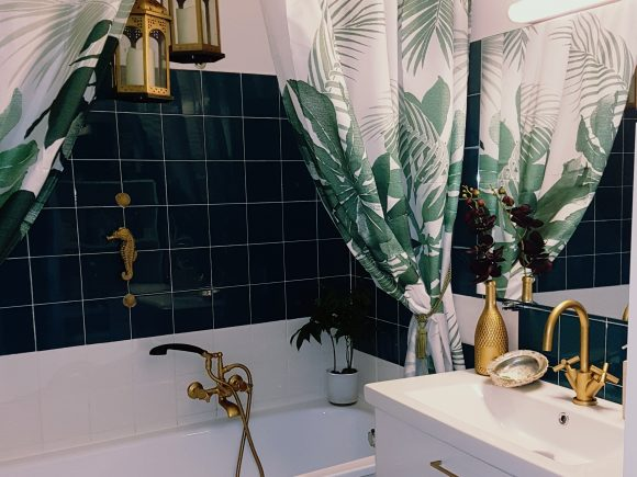 Badezimmer-Goldener-Wasserhahn-by-Ferdinand-Interior-Wien