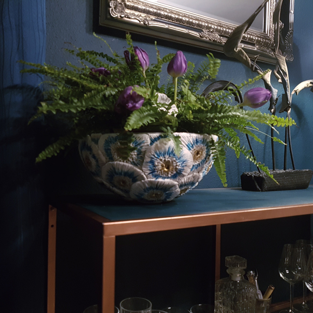 Handgefertigte Schale aus Ton, floral