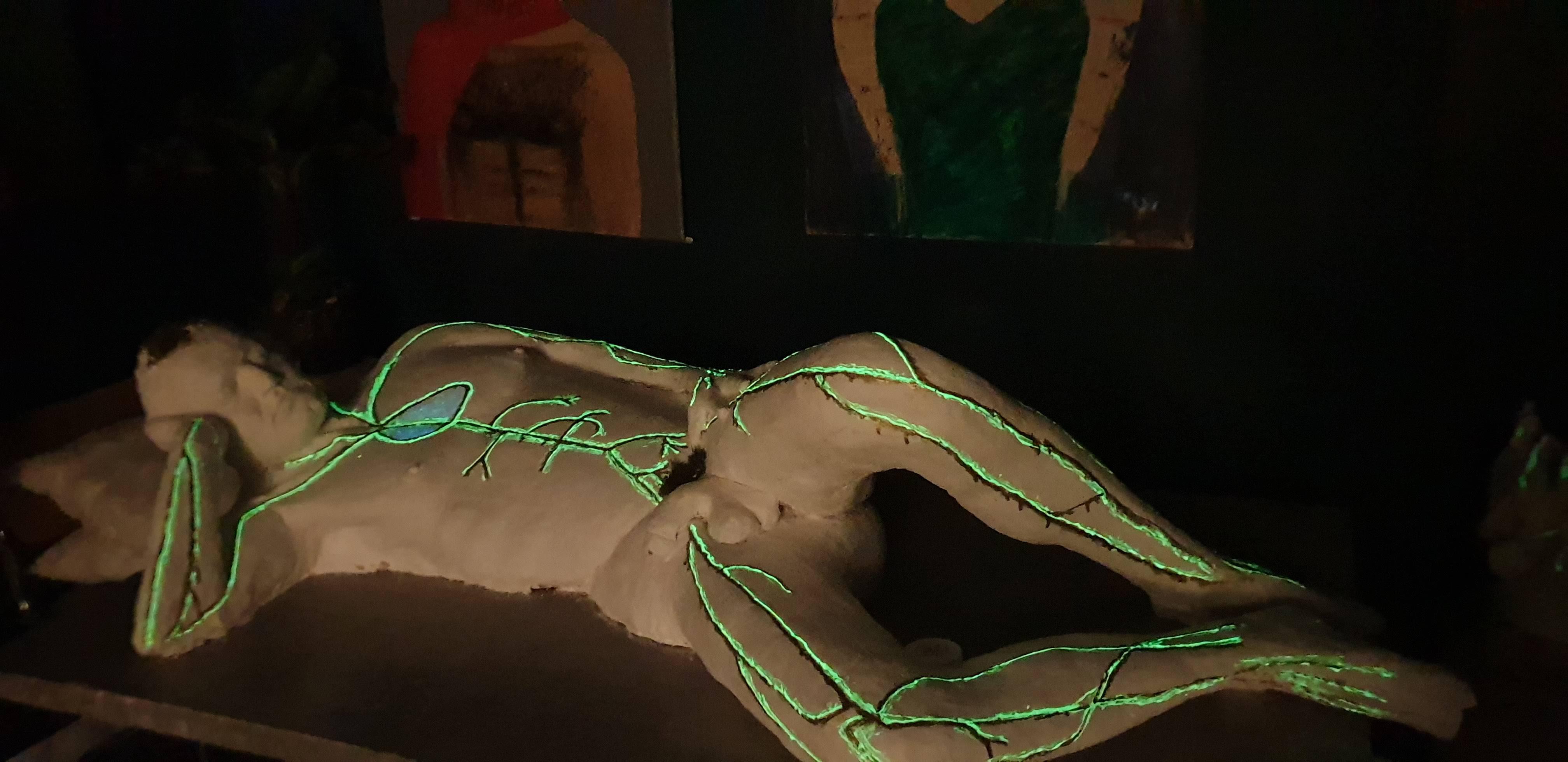 Skulptur_Mann_von_Ferdinand bei Nacht