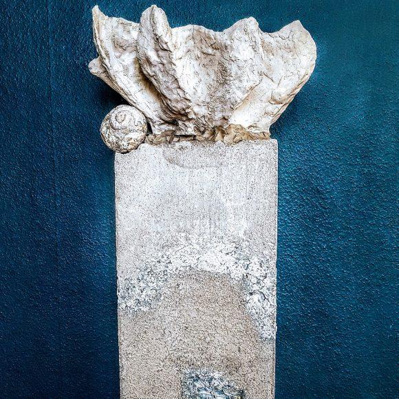 Sockel-Säule-aus-Beton-für-Ausstellung-Museum-handgefertigt-by-Ferdinand-Interior-Wien-Startseite1080x1080