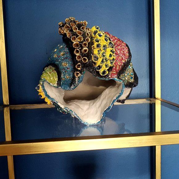 Vase-aus-Ton-Muschel1_by-Ferdinand-Interior