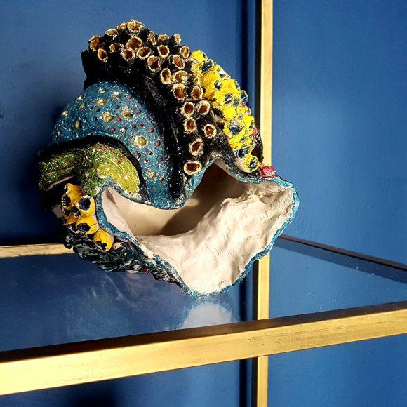 Vase aus Ton handgerfertigt Muschel4 by Ferdinand Interior Wien1080x1080