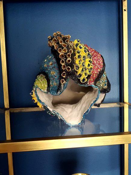 Vase aus Ton in Muschelform handgefertigt offen - by Ferdinand Interior