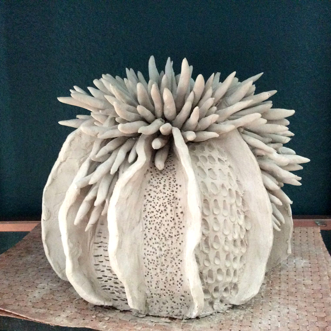 Handgefertigte Vase aus Ton: eklektisch, weiß