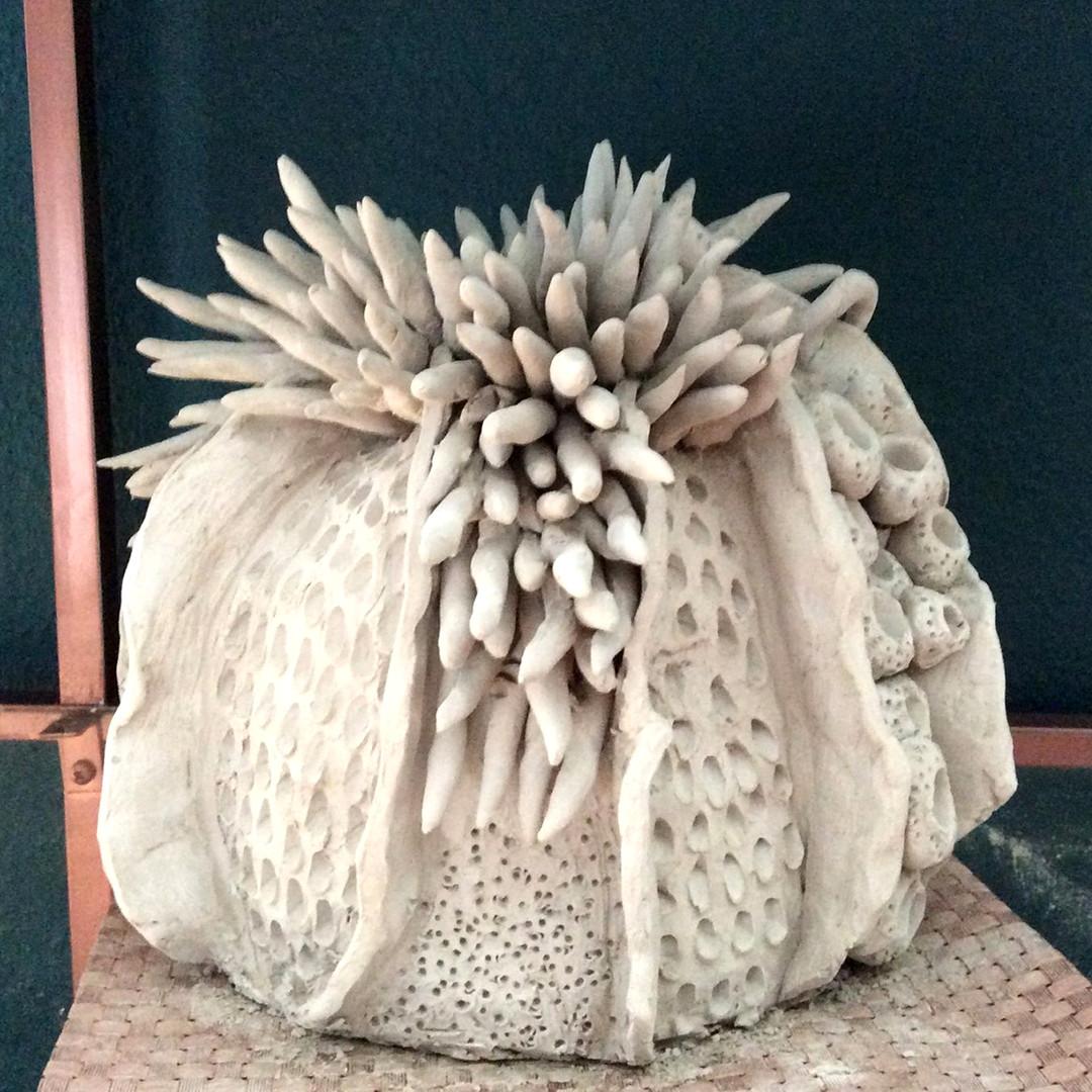 Handgefertigte Vase aus Ton: eklektisch und weiß 3