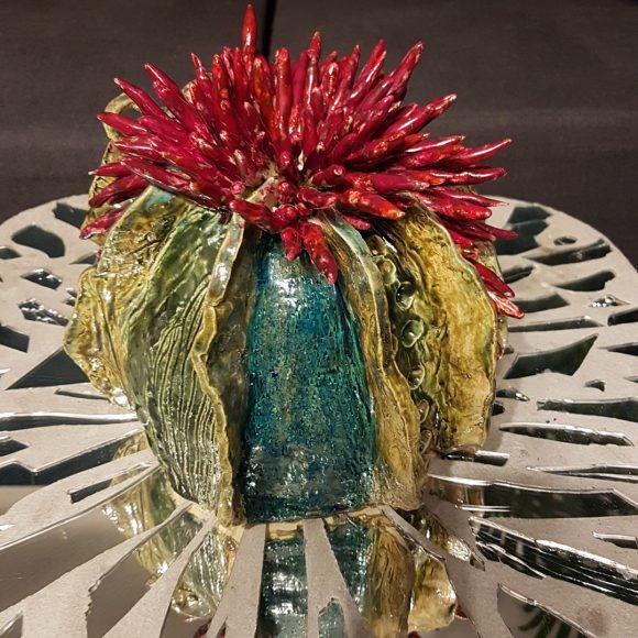 Vase_Koralle_rot-weiß-gel-grün_Porzellan_Ceramics_Ferdinand-Interior-Wien_02