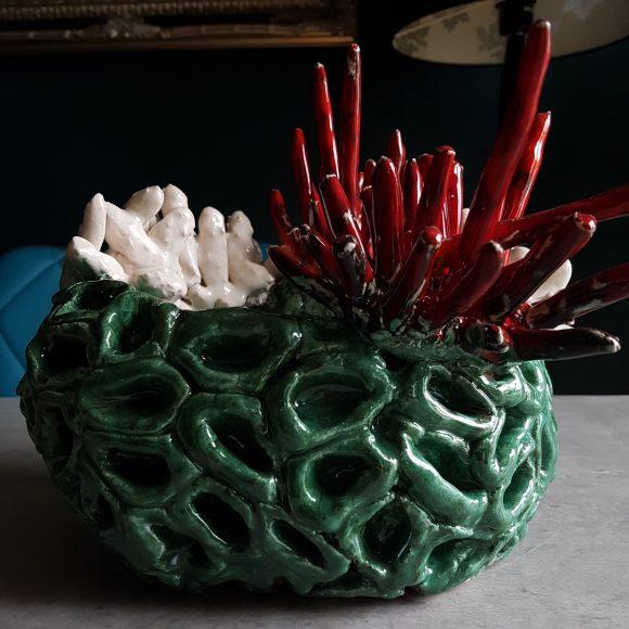 Vase_grün-weiß-rot_Koralle_Porzellan_Ceramics_Ferdinand-Interior-Wien_01