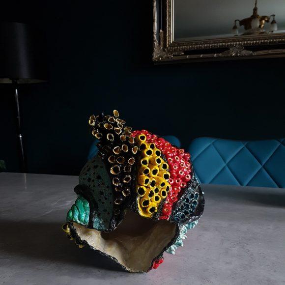 Vase_rot-blau-gelb_Koralle_Porzellan_Ceramics_Ferdinand-Interior-Wien_02