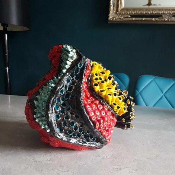 Vase_rot-blau-gelb_Koralle_Porzellan_Ceramics_Ferdinand-Interior-Wien_03