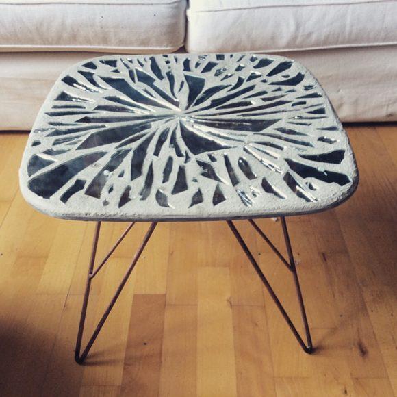 Wohnidee-Tisch-aus-Beton-mit-Glas-2-by-Ferdiand-Interior-Wien1080x1080