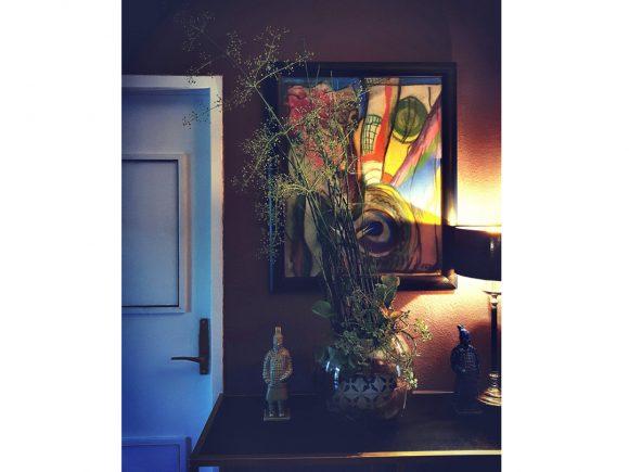 kommode-im-flur-mit-bild-und-vase-by-ferdinand-interior-wien